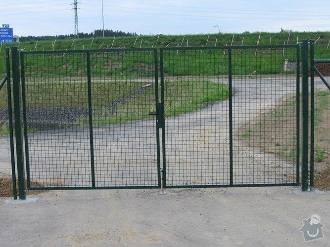 Stavba plotu: kridlove_brany_dalnice_apleg