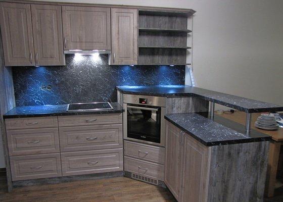 Výroba kuchyně - skříňky, police, pracovní deska