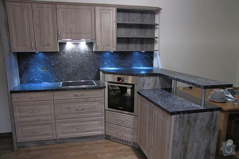 Výroba kuchyně - skříňky, police, pracovní deska: IMG_2968