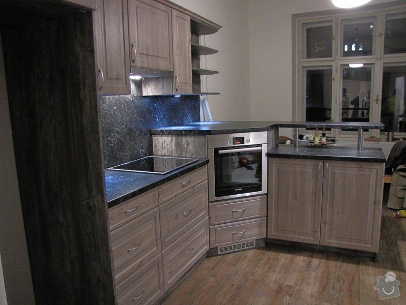 Výroba kuchyně - skříňky, police, pracovní deska: IMG_2973