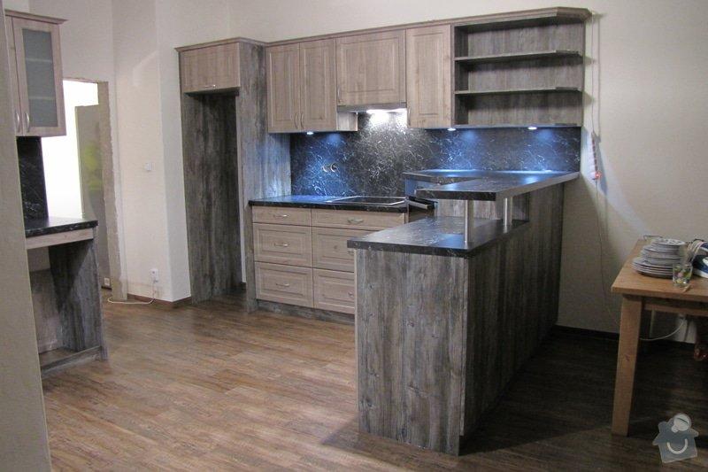 Výroba kuchyně - skříňky, police, pracovní deska: IMG_2978