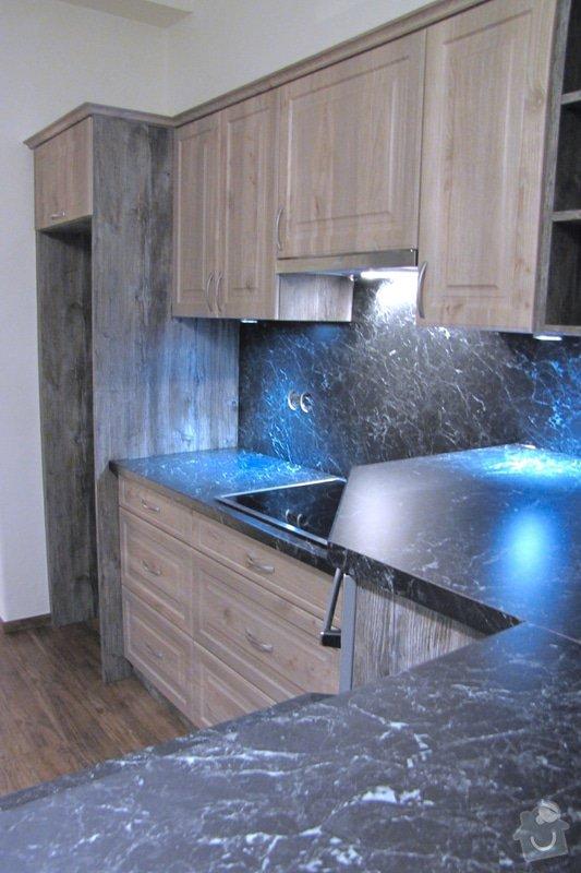 Výroba kuchyně - skříňky, police, pracovní deska: IMG_2980