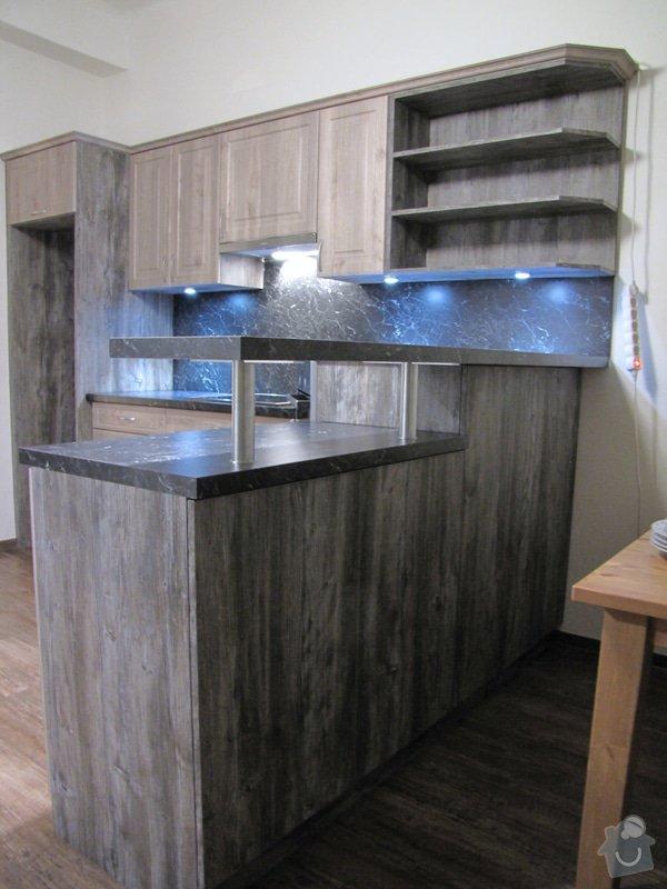 Výroba kuchyně - skříňky, police, pracovní deska: IMG_2981