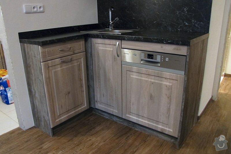 Výroba kuchyně - skříňky, police, pracovní deska: IMG_3221
