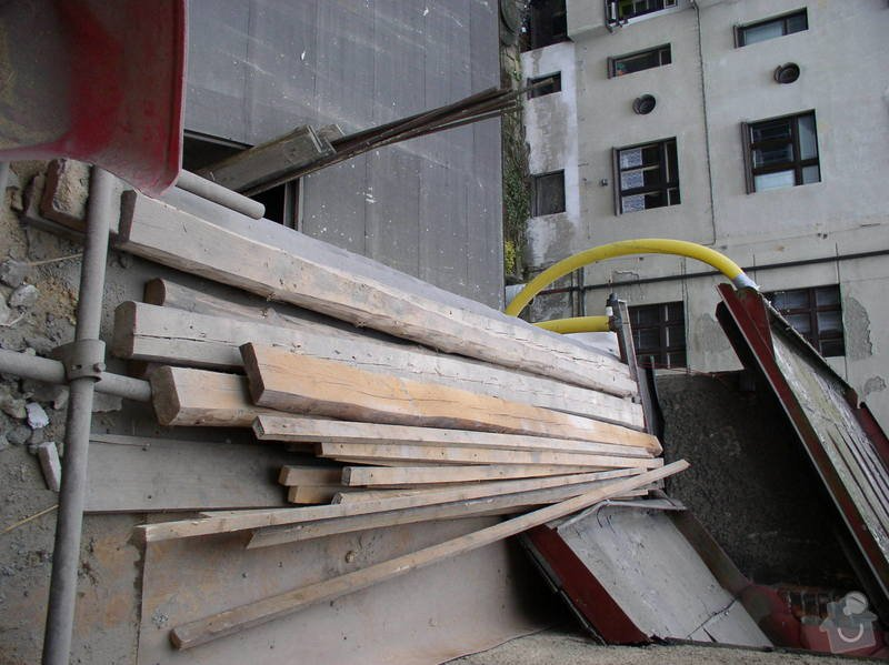 Demolice střechy: PB300011
