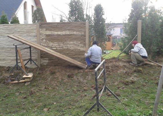 Výstavba plotu