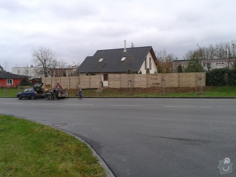 Výstavba plotu: 20141208_144434