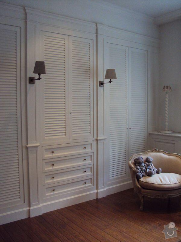Bílé žaluziové dveře pro kout s pračkou a kumbál: predstava2