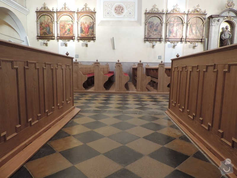 Výroba a montáž kostelních lavic: Nove_lavice_-mezi_oddelenimi