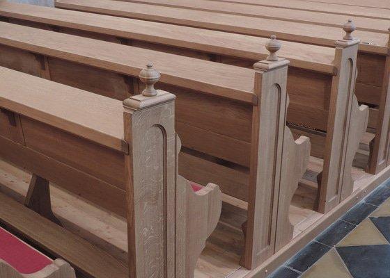 Výroba a montáž kostelních lavic