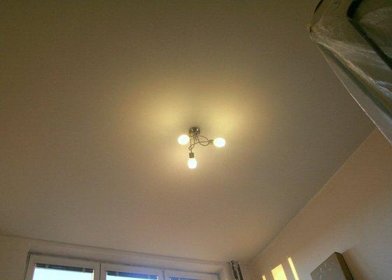 Sádrokartonový podhled (13m2) + zavěšení stropního svítidla