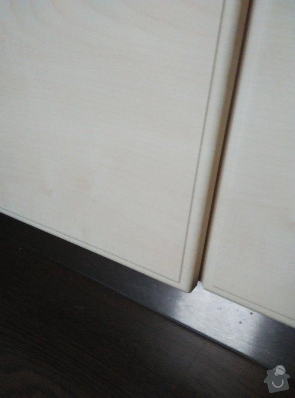 Zhotovení nábytku do obývacího pokoje a kuchyně: Vzor_soklu_a_dvirkovina_JAVOR_s_prolisem