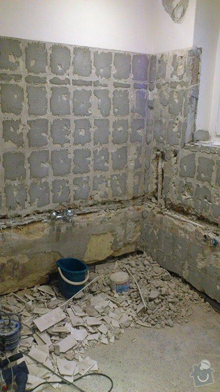 Koupelna s atypickým sprchovým koutem: 02_odstraneni_starych_obkladu_a_dlazby