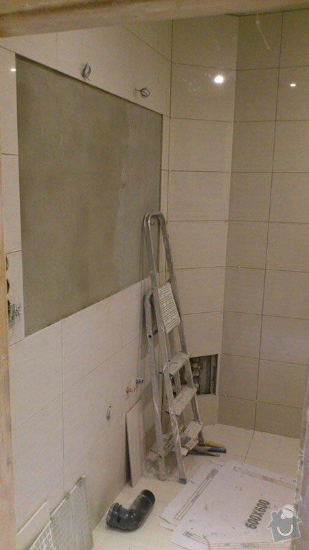 Koupelna s atypickým sprchovým koutem: 05_obklady_a_dlazba