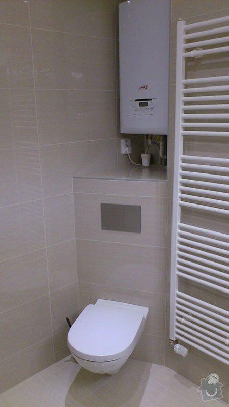 Koupelna s atypickým sprchovým koutem: 08_nove_wc