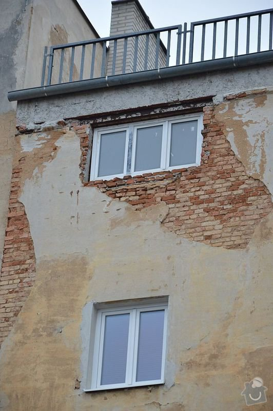 Poptávám zhotovení fasádní omítky na činžovní dům v Plzni: DSC_0002-m