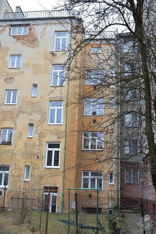 Poptávám zhotovení fasádní omítky na činžovní dům v Plzni: DSC_0004-m