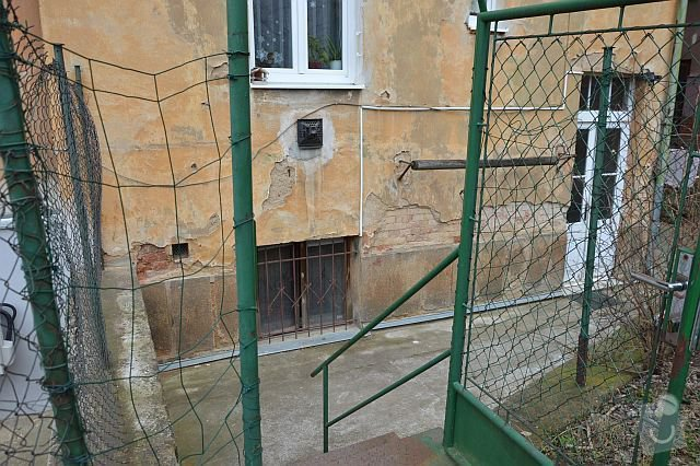 Poptávám zhotovení fasádní omítky na činžovní dům v Plzni: DSC_0005-m