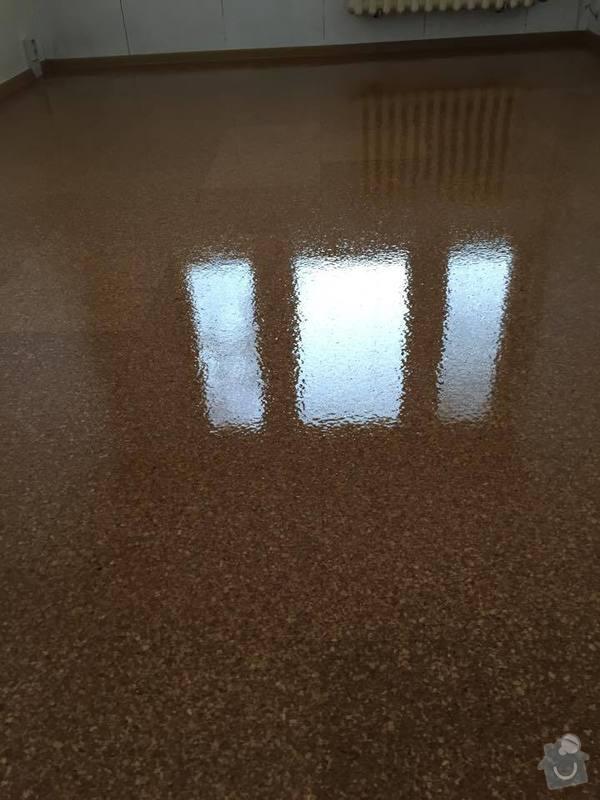 Renovace korkové podlahy, t.j. zbroušení a nalakování: 11005763_942549035777485_485997215_n