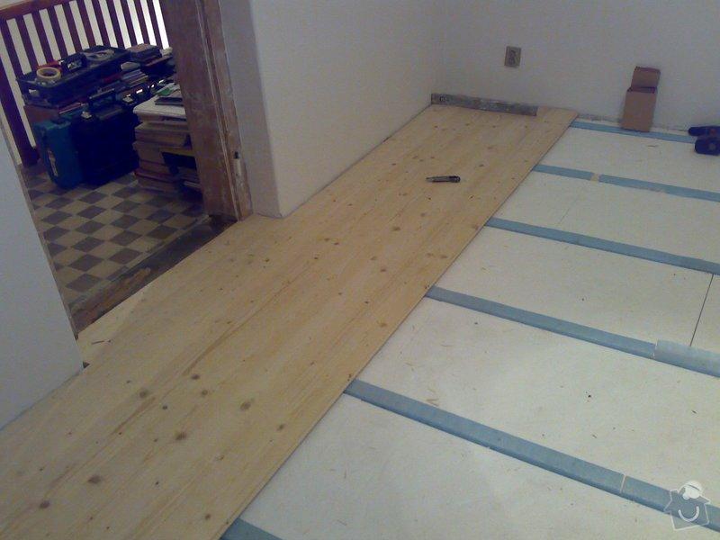 Masivní smrková podlaha v podkroví: 170120103618