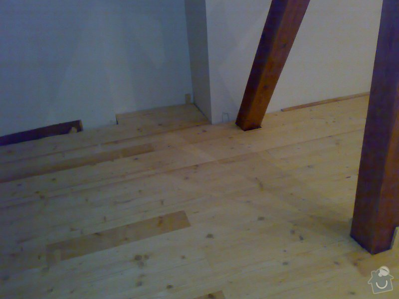 Masivní smrková podlaha v podkroví: 220120103651