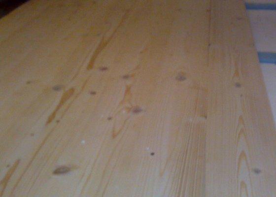 Masivní smrková podlaha v podkroví
