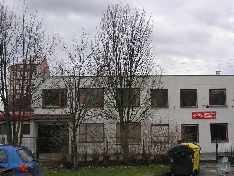 Opravy a nátěry fasády, nátěry střech,zábradlí, okapů  a schodišťové konstrukce: 3
