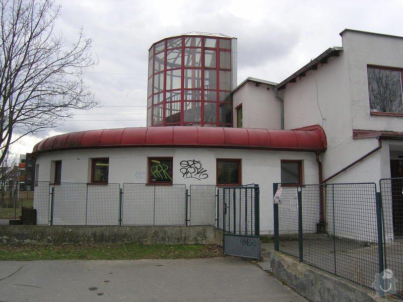 Opravy a nátěry fasády, nátěry střech,zábradlí, okapů  a schodišťové konstrukce: 9