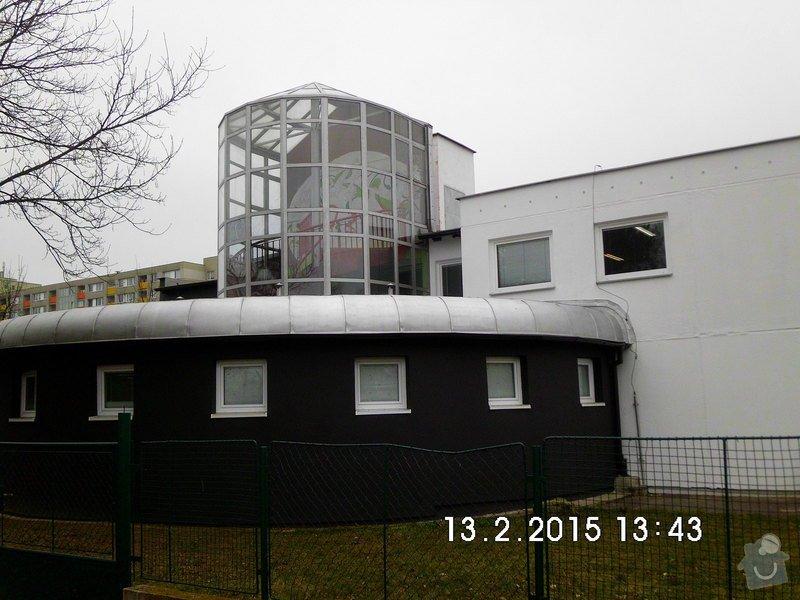 Opravy a nátěry fasády, nátěry střech,zábradlí, okapů  a schodišťové konstrukce: 24