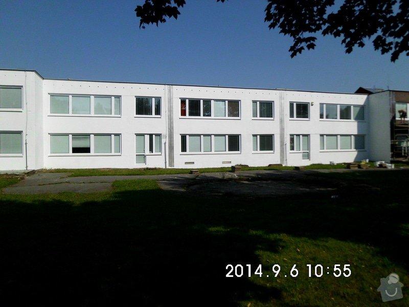 Opravy a nátěry fasády, nátěry střech,zábradlí, okapů  a schodišťové konstrukce: HPIM0185