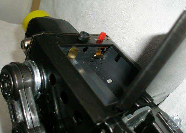 Oprava hračky robota: 0008