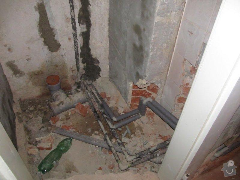 Oprava netěsného potrubí kanalizace v bytě: Ze_stavby