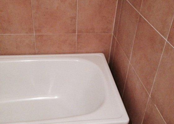 Usazení vany (obezdění, obklady, silikon)
