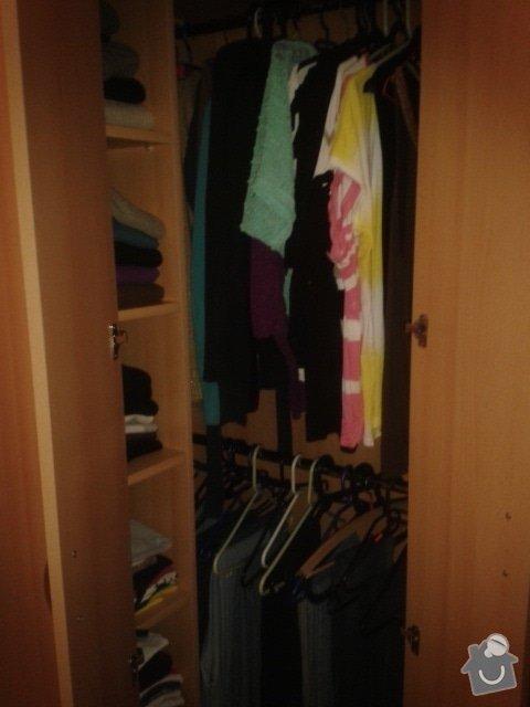 Schodiště a zábradlí v rodinném domě + skříň: rohova-skrin-na-miru_4