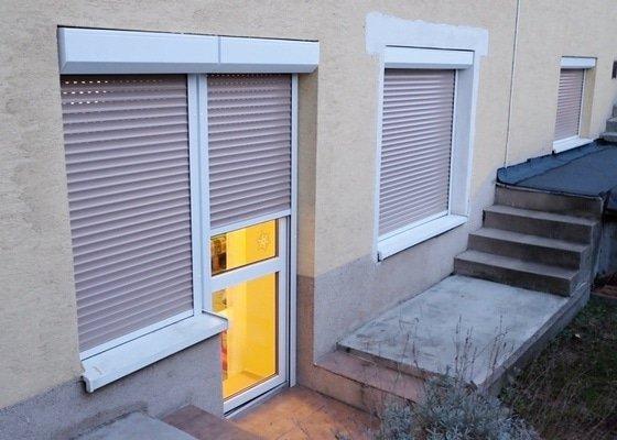 Předokenní rolety (3 okna, 1 dveře)