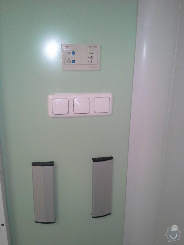 Výměna elektroinstalace při rekonstrukci op. sálu B chirurgie nemocnice ve Vrchlabí: 20150204_100554