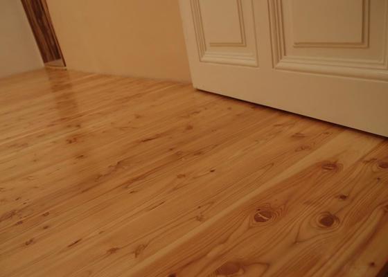 Pokládka podlahy a nábytek do pokoje