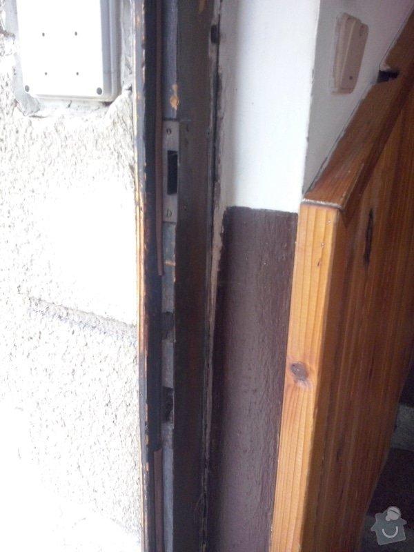 Repas dřevěných vchodových dveří: CAM00044