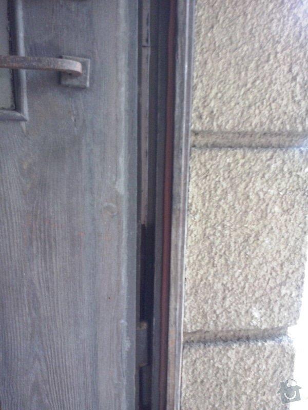 Repas dřevěných vchodových dveří: CAM00047