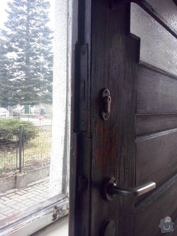Repas dřevěných vchodových dveří: CAM00051
