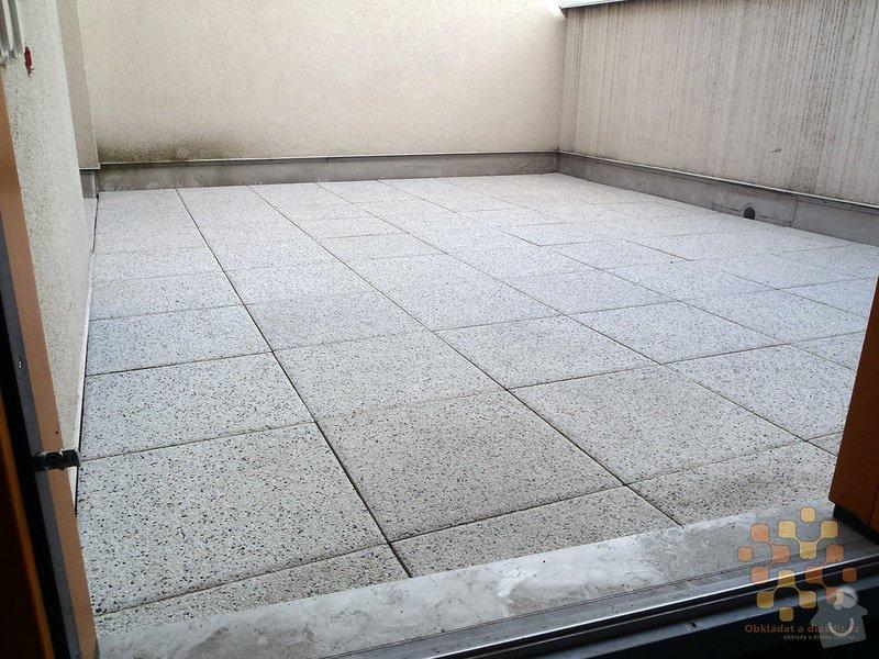 Dodávka a pokládka terasové dlažby: P3060037