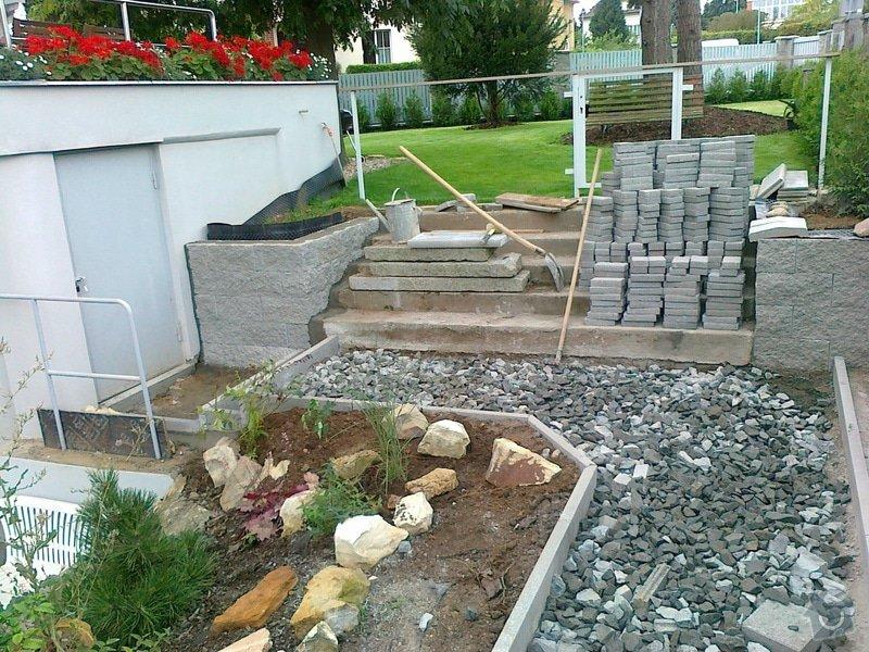 Rekonstrukce parkovacího stání, nový chodník: 05082014713