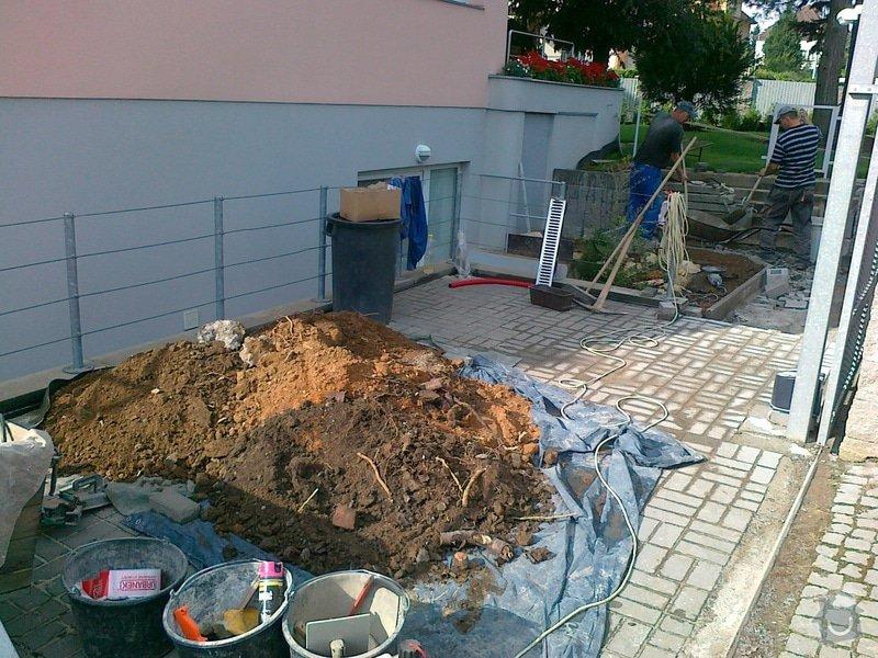 Rekonstrukce parkovacího stání, nový chodník: 05082014709