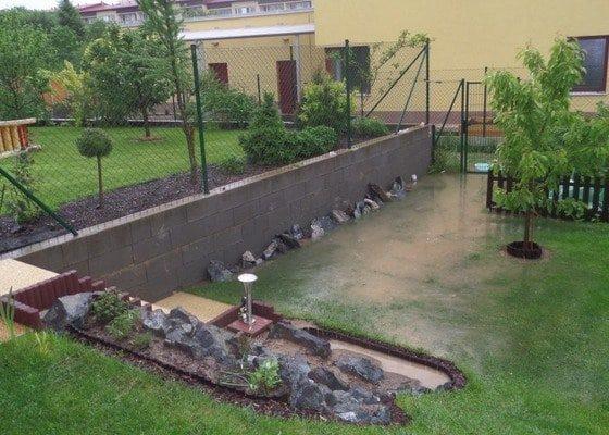 Odvodnění pozemku, zarovnání a úprava terénu