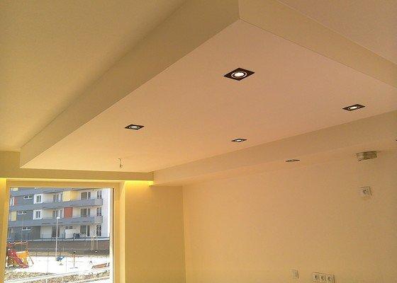 Sádrokartonové podhledy a světelné rampy