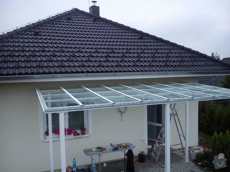 Zasklení střechy pergoly + skleněný obklad: pergola_bezpecnostni_sklo