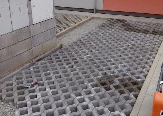 Zámková dlažba parkovacího místa