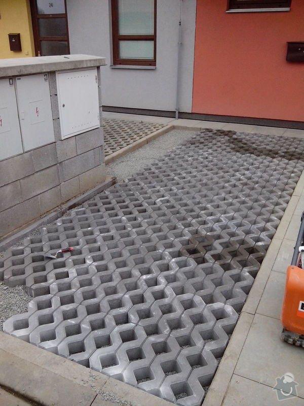 Zámková dlažba parkovacího místa: IMG_20150312_142605