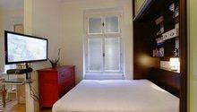 Výklopná postel z vestavěné skříně