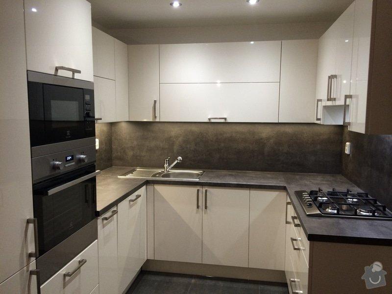 Kuchyň do tvaru U : NeatWood_kuchys_na_miru_folie_lesk_06